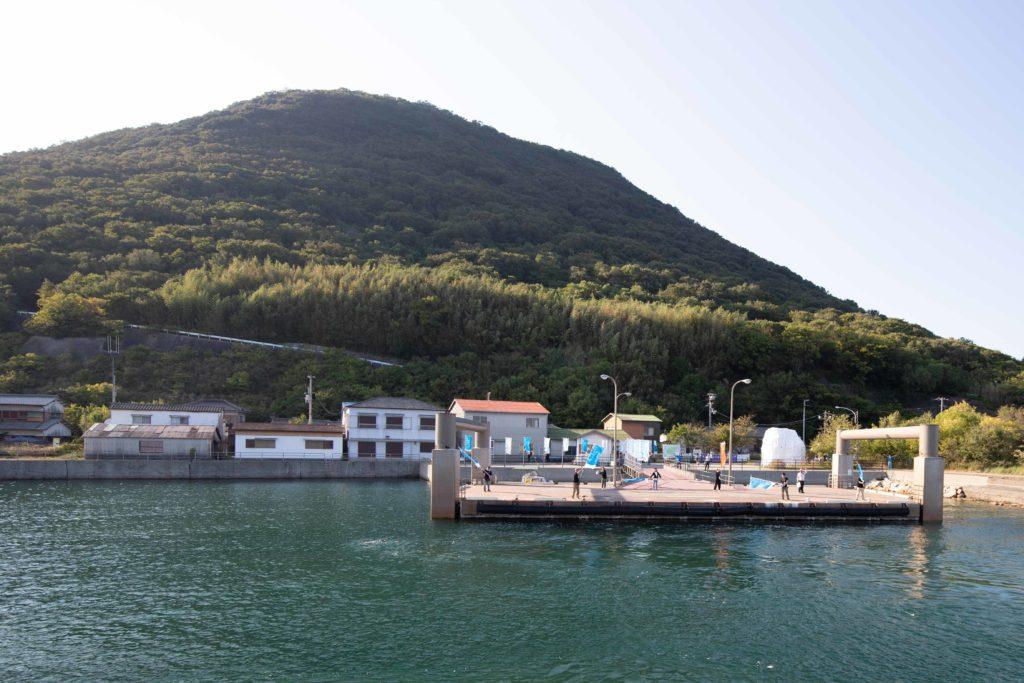 高見島の港